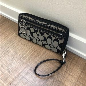 •LOW PRICE• $165 RETAIL MONOGRAM COACH WRISTLET